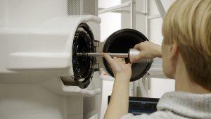Instalacja próbki w mikroskopie